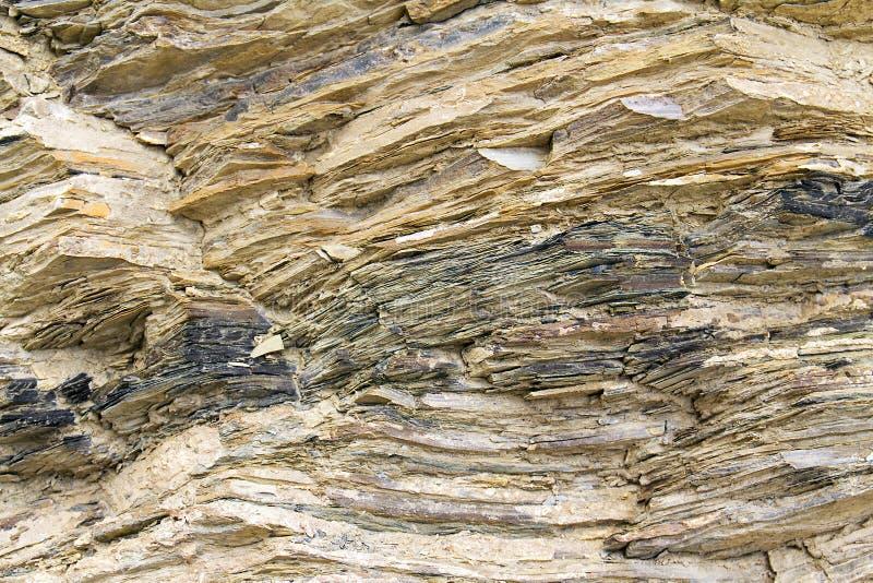 Rocha de pedra com rachaduras imagem de stock royalty free