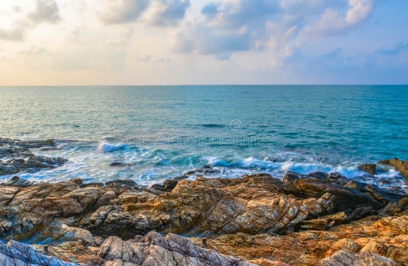 Rocha do céu do mar imagem de stock