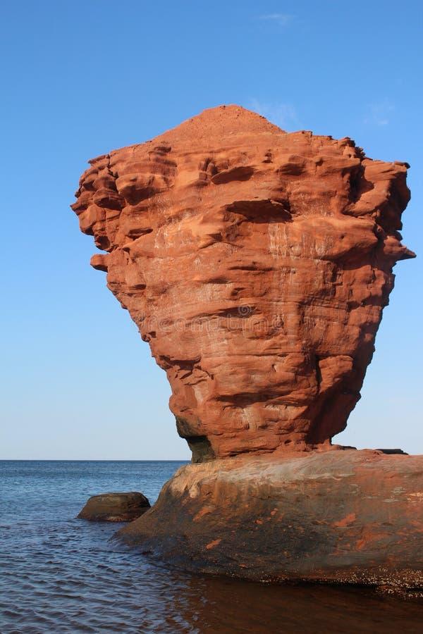 Rocha do Teapot na praia de Darnsley, PEI fotos de stock royalty free