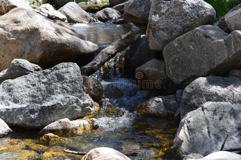 Rocha e água fotos de stock