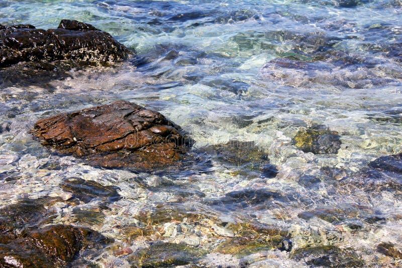 Rocha e mar azul foto de stock