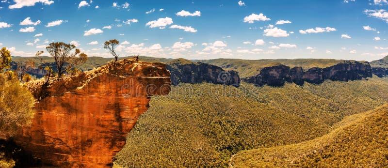 Rocha e vale de suspensão nas montanhas azuis, Austrália de Grose fotografia de stock
