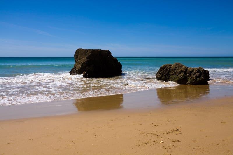 rocha för praia för algarve strandda portugal fotografering för bildbyråer