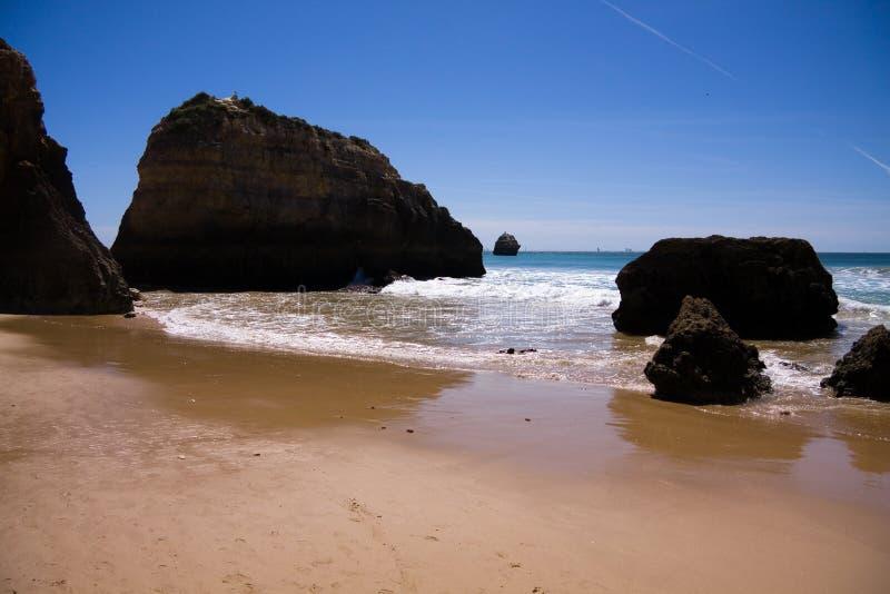 rocha för praia för algarve strandda portugal arkivfoto