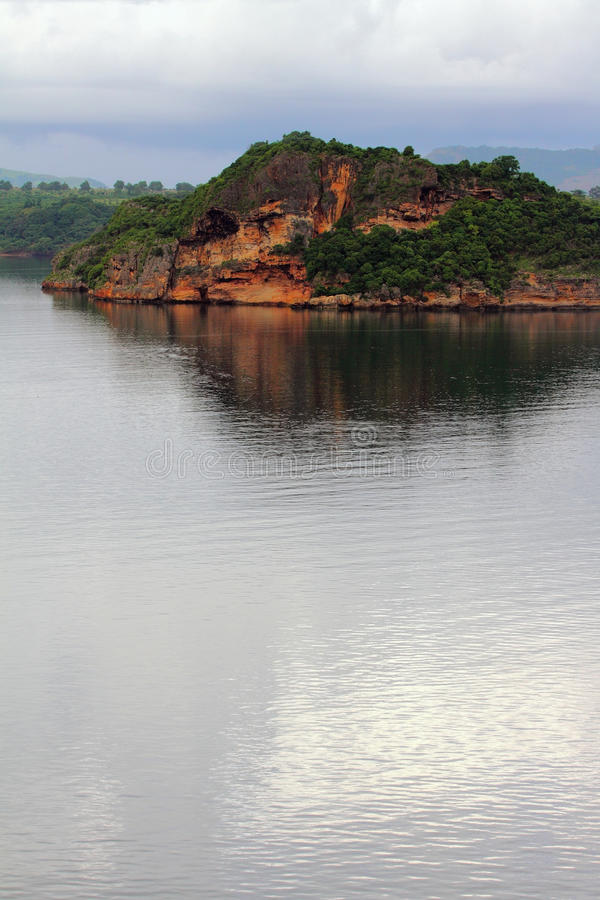Rocha na costa do golfo do mar Diego-Suárez (Antsiranana), Madagáscar imagens de stock royalty free