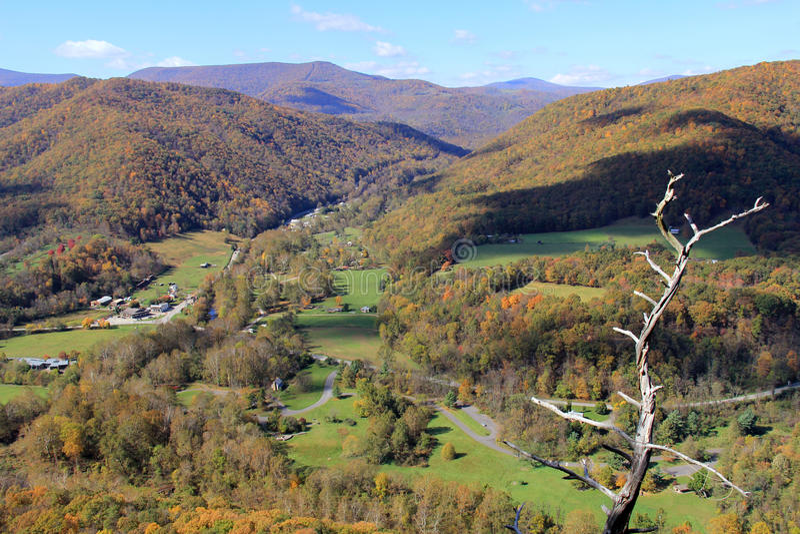Rocha na queda - montanhas apalaches do Seneca - West Virginia, EUA foto de stock royalty free