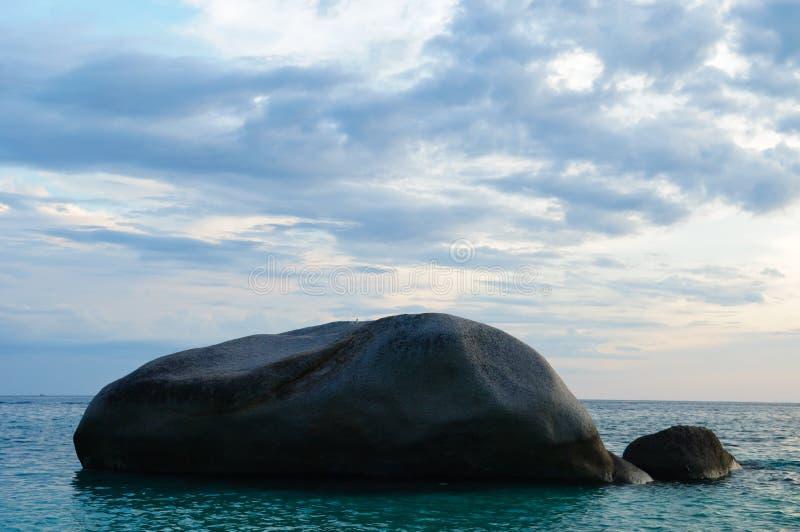 Download Rocha no mar imagem de stock. Imagem de outdoors, quiet - 16858039