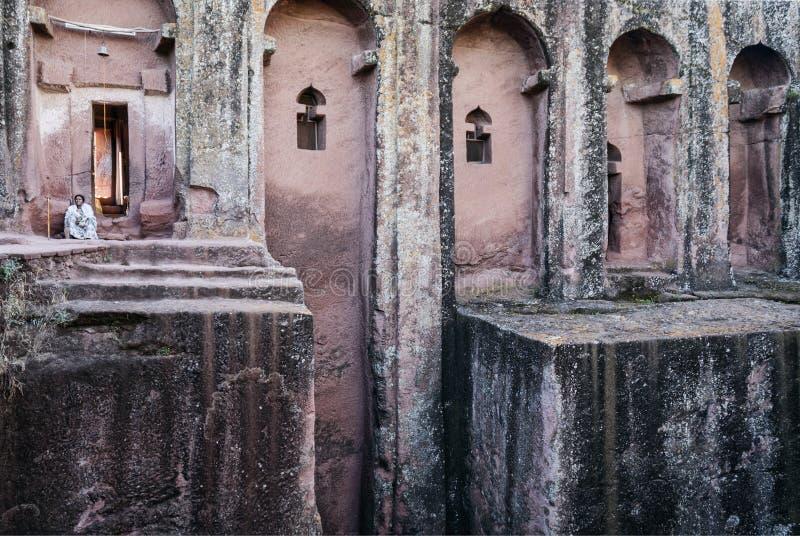 Rocha ortodoxo antiga famosa igrejas desbastadas do lalibela Etiópia foto de stock