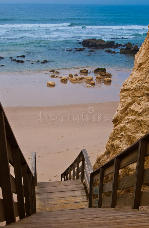 rocha praia algarve da Португалии стоковые изображения