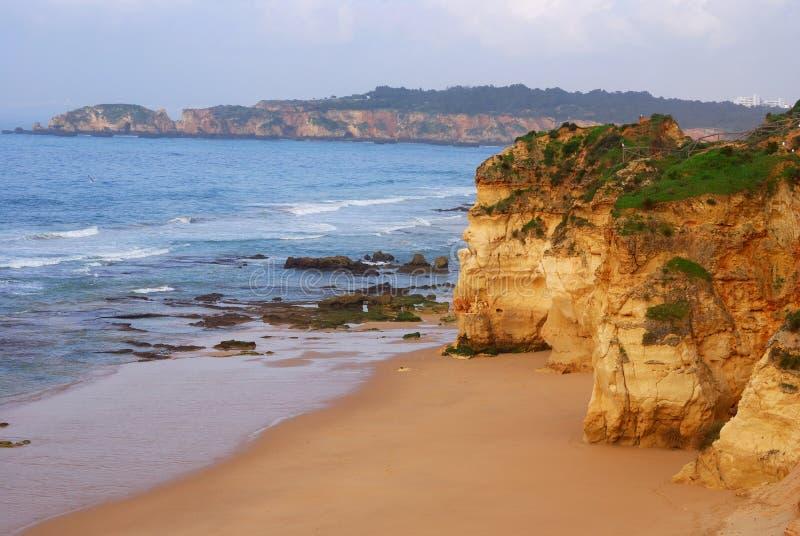 rocha praia algarve da стоковое изображение