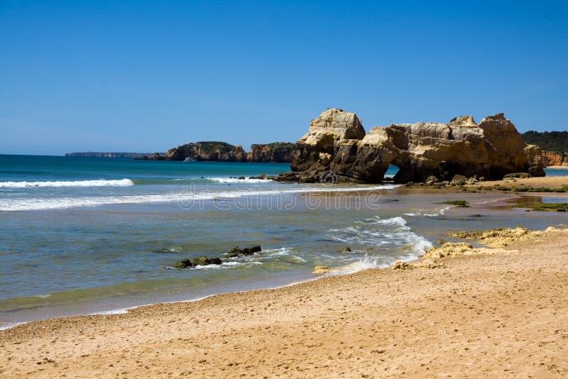 rocha praia da Португалии пляжа algarve стоковое изображение rf