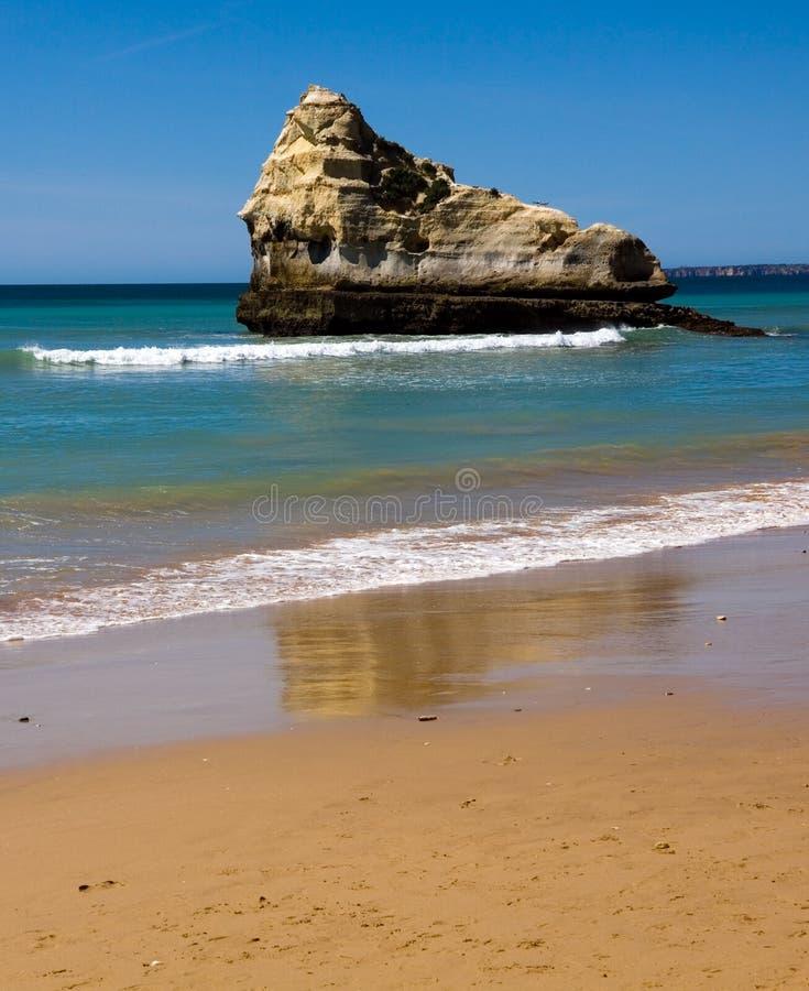 rocha praia da Португалии пляжа algarve стоковое фото