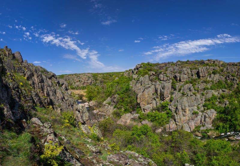 Rochas bonitas no vale da garganta de Aktovsky do diabo imagens de stock royalty free