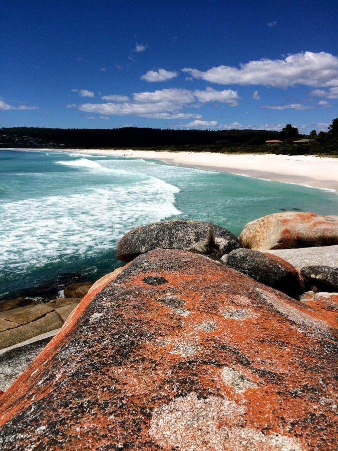 Rochas brancas do vermelho da areia fotografia de stock