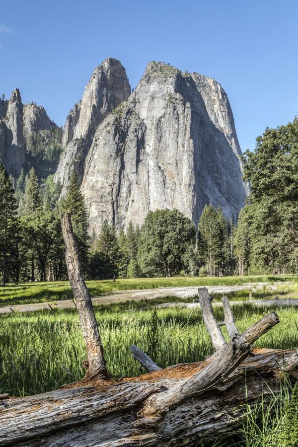 Rochas da catedral no parque nacional de Yosemite, Califórnia imagens de stock royalty free