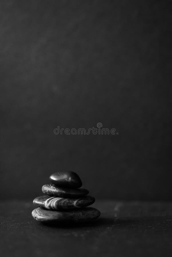Rochas da meditação em preto e branco imagens de stock royalty free