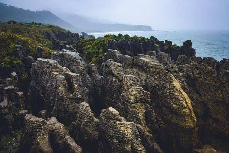 Rochas da panqueca de Punakaki no parque nacional de Paparoa, Nova Zelândia fotos de stock royalty free