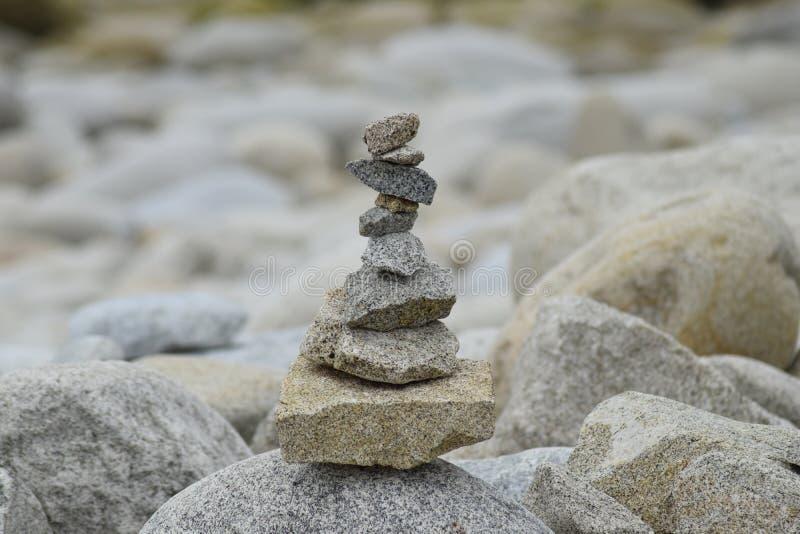 Rochas da praia em Brittany France imagens de stock