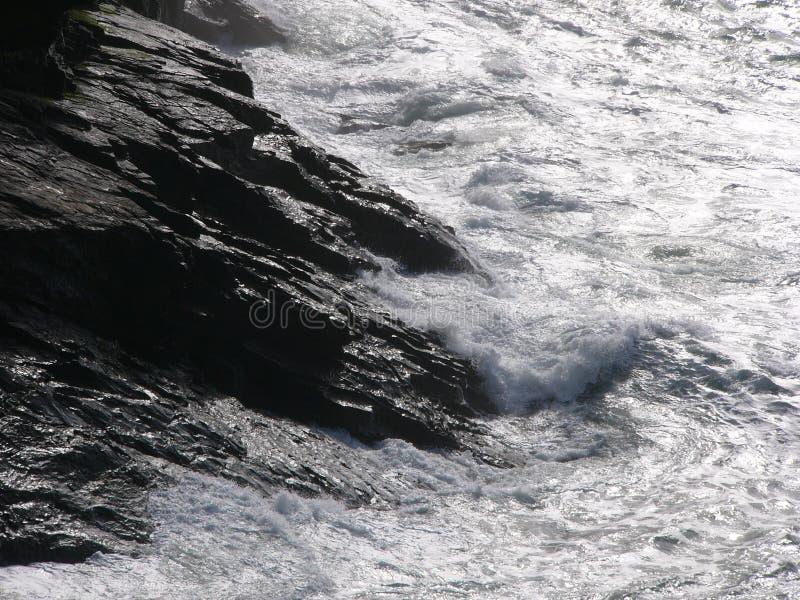 Download Rochas do mar foto de stock. Imagem de oceano, onda, costa - 101390