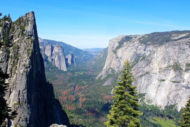 Rochas do vale e da catedral de Yosemite, parque nacional de Yosemite foto de stock