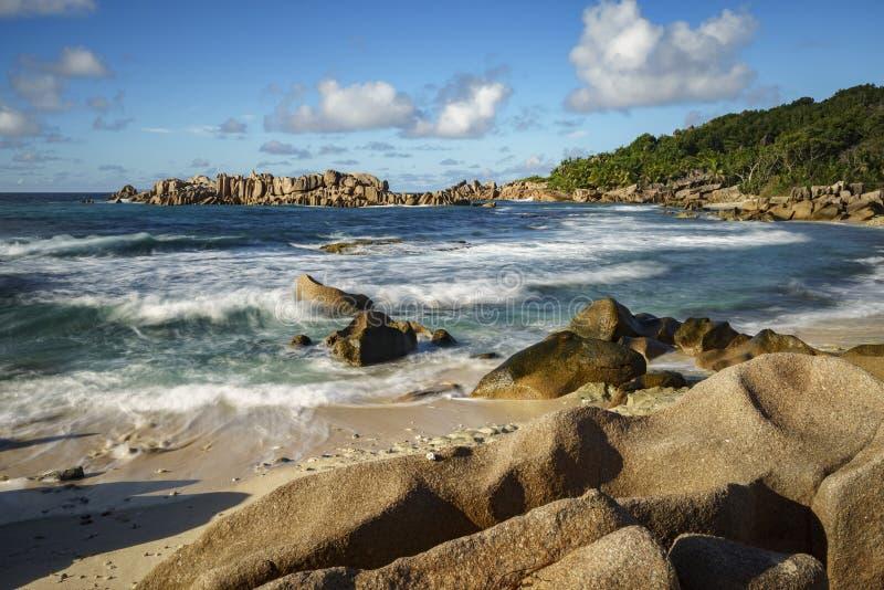 Rochas douradas do granito nos seychelles 5 fotografia de stock