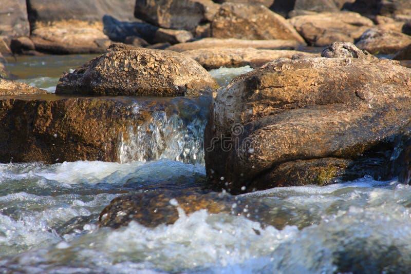 Rochas e água foto de stock royalty free