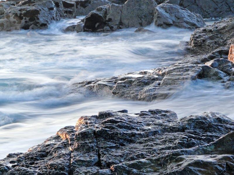 Rochas e água fotografia de stock royalty free