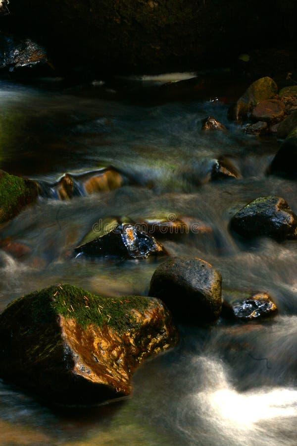 Rochas e água foto de stock