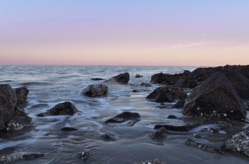 Rochas e água genéricas imagem de stock royalty free
