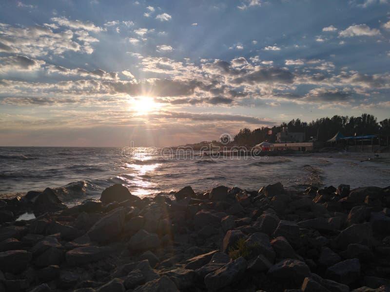 Rochas e luz do sol do porto de Metall fotografia de stock royalty free