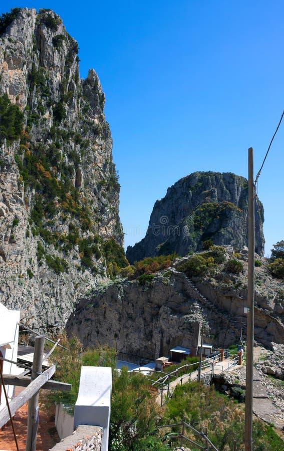 Rochas e mar - Capri - Itália imagem de stock
