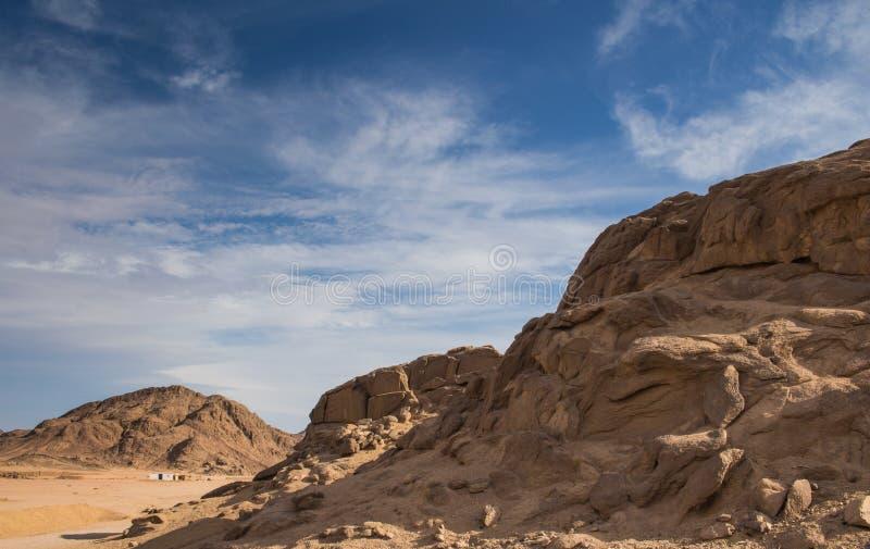 Rochas e montanhas no deserto, Egito foto de stock