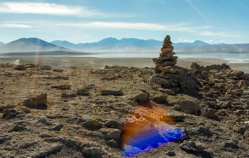Rochas empilhadas no deserto imagem de stock