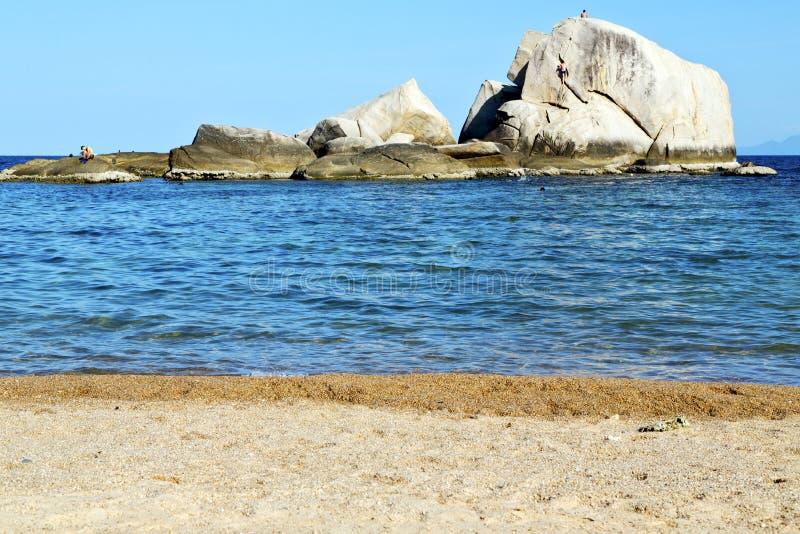 Rochas grandes da ilha da baía do litoral de tao do kho de Ásia foto de stock royalty free