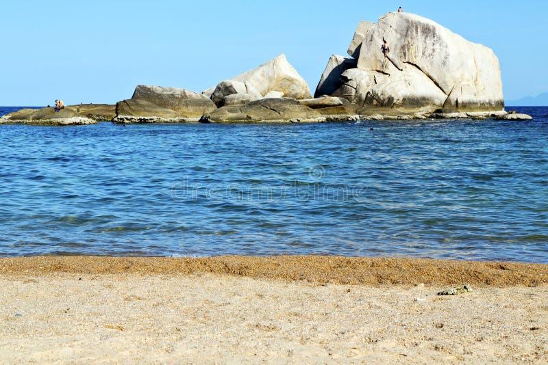 Rochas grandes da ilha da baía do litoral de tao do kho de Ásia fotos de stock royalty free