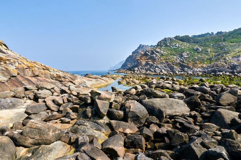 Rochas no beira-mar das ilhas de Cies Espanha de Vigo, Pontevedra foto de stock royalty free