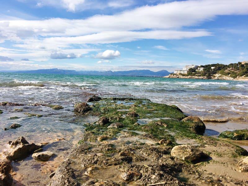 Rochas no mar fotografia de stock