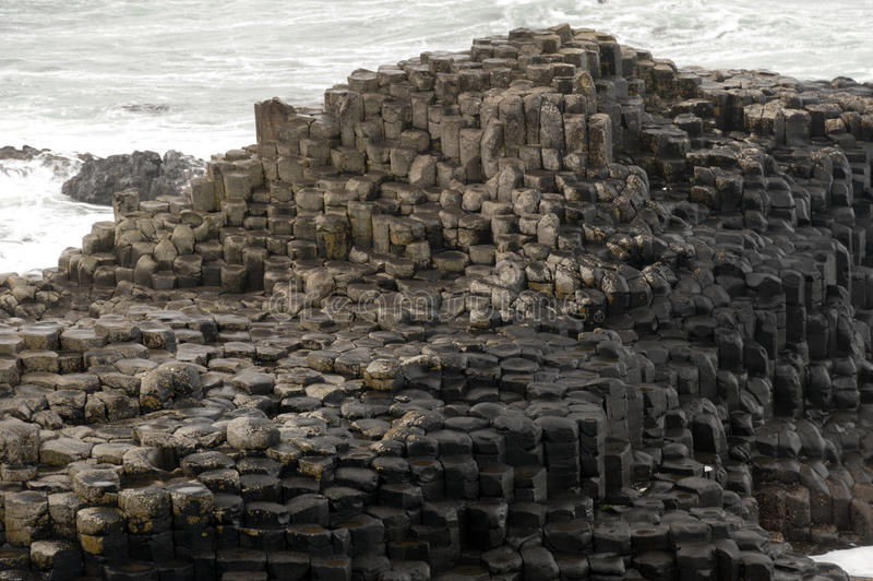 Rochas sextavadas na calçada de Giants, Irlanda do Norte imagens de stock