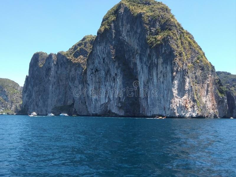 Roche à l'île de phiphi photo libre de droits