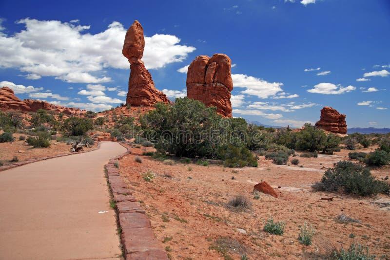 Roche équilibrée dans les voûtes parc national, Utah, Etats-Unis photographie stock