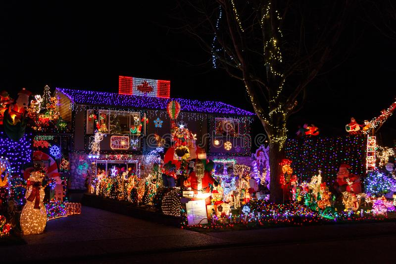 Roche blanche, Canada - vers 2018, illuminations de Noël sur une maison photographie stock libre de droits