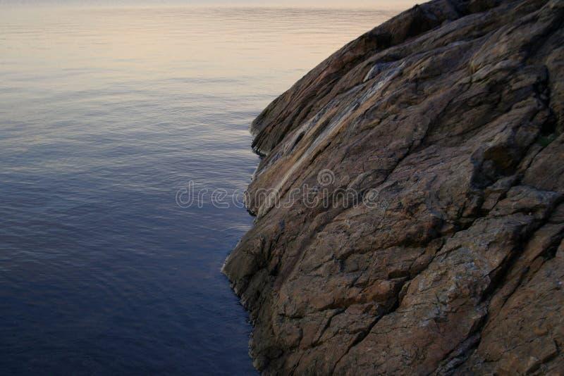 Download Roche d'océan image stock. Image du roche, pierre, montagne - 76921