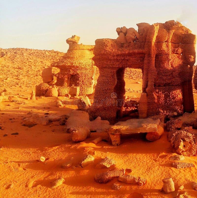 Roche dans le désert algérien photographie stock libre de droits