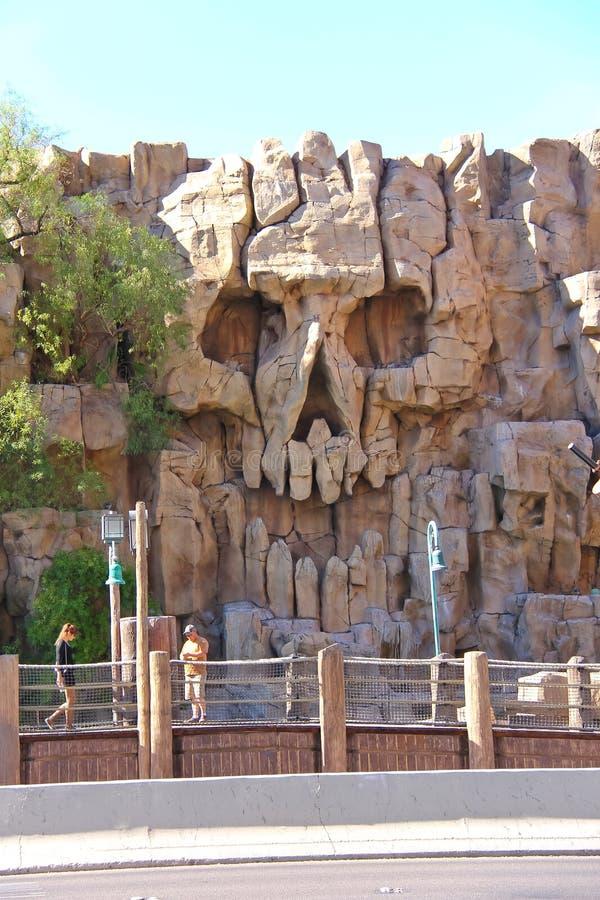 Roche de crâne près d'hôtel d'île de trésor à Las Vegas images libres de droits