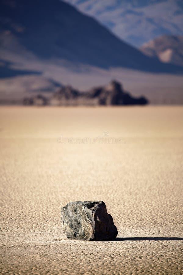 Roche de Death Valley sur le bâti de lac photos libres de droits