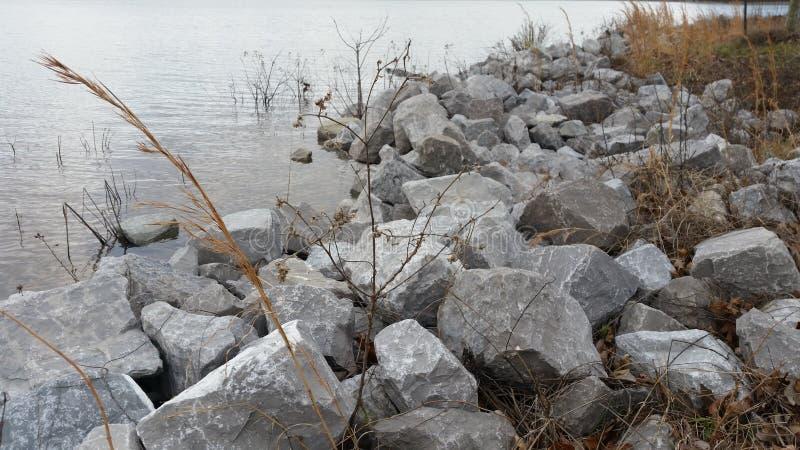 Roche de lac image stock