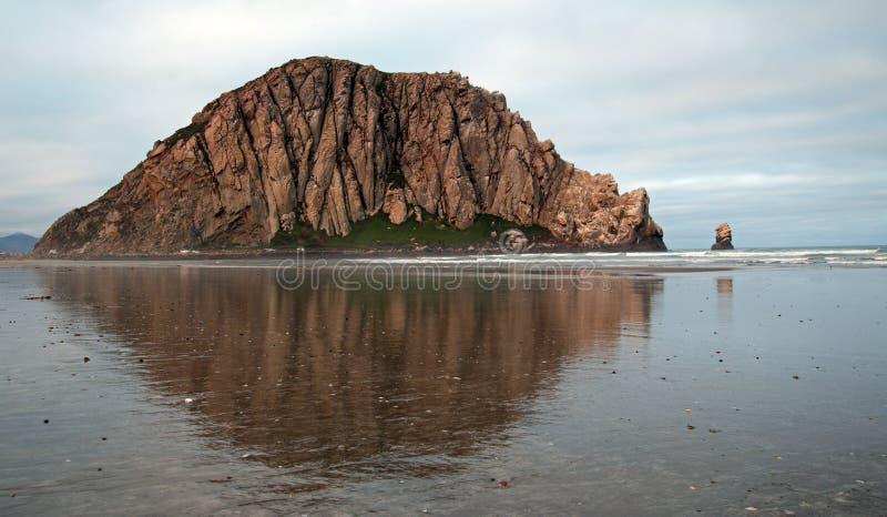 Roche de Morro au lever de soleil aux vacances populaires de parc d'état de baie de Morro/tache de camping sur la côte centrale E images libres de droits