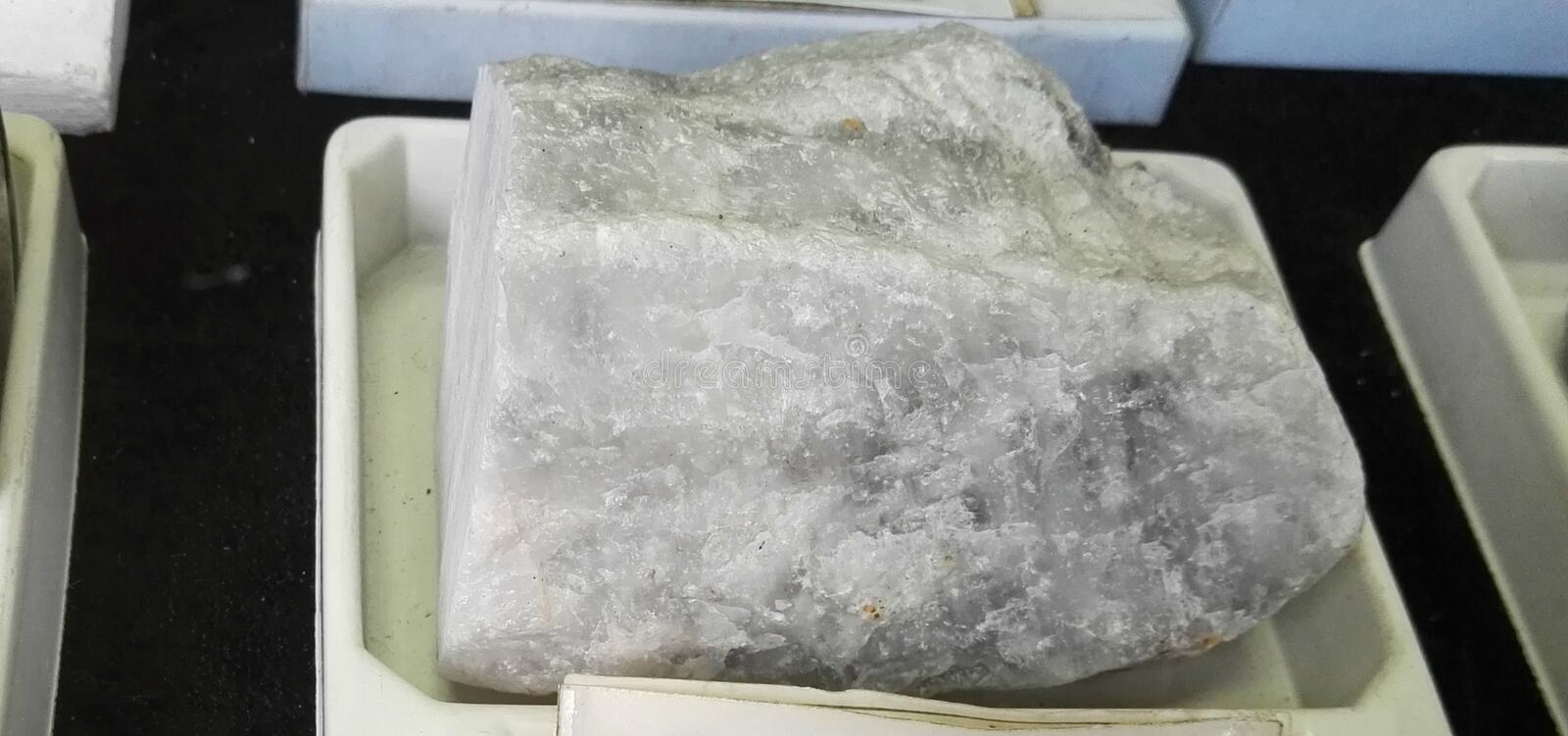 Roche de Petalita de feldspath images stock