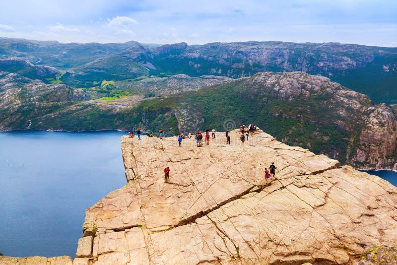 Roche de pupitre de prédicateurs dans le fjord Lysefjord - Norvège photos stock