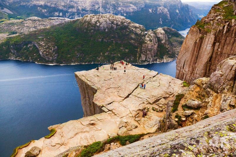 Roche de pupitre de pr?dicateurs dans le fjord Lysefjord - Norv?ge photo stock